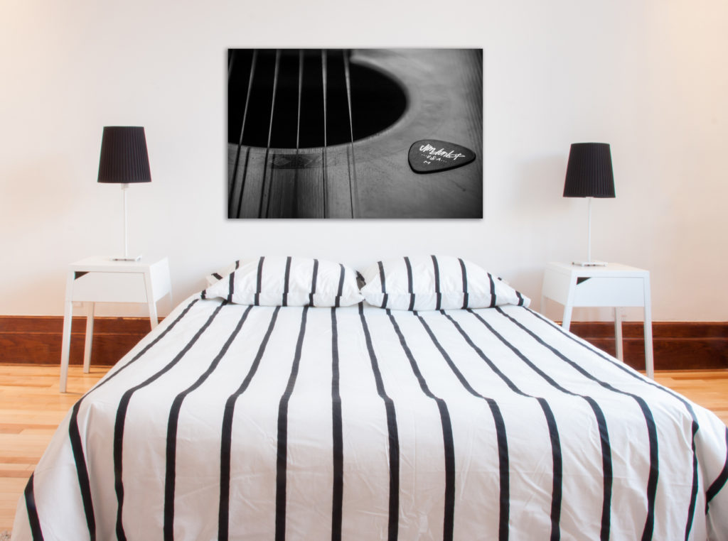 Urban_Photography_MTL_Montreal_Commercial_Photographer_Wall_Art_Bedroom_Ibanez_Guitar_Black_and_White