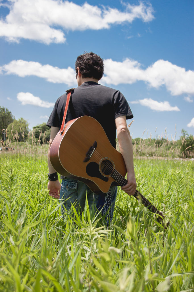 Guitar_Field_Montreal_Musician